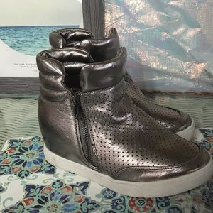 Steve Madden wedge sneakers size 3 girls